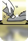 Schuh mit Tubenschwamm einreiben - ES